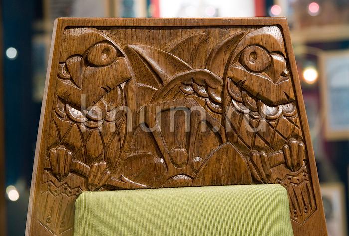 Деревянная мебель с резьбой по дереву в русском стиле