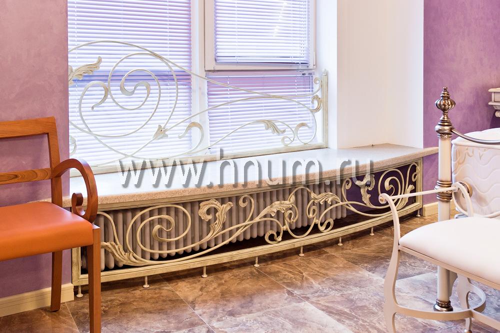 Кованные гарнитур и элементы интерьера в частной квартире
