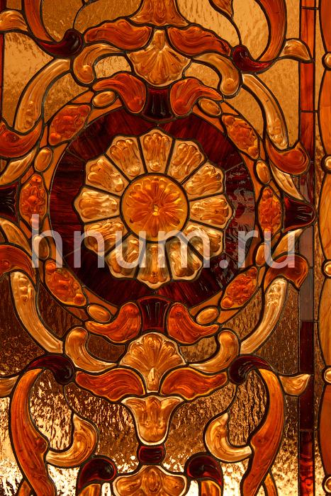 Витражи в двери-перегородки с объёмными скульптурными элементами